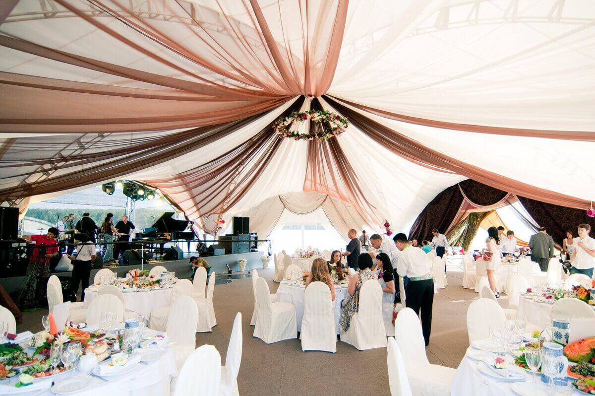 Свадебное торжество под шатром